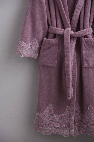 <p>Embroidered bathrobe Joile fleurs</p>