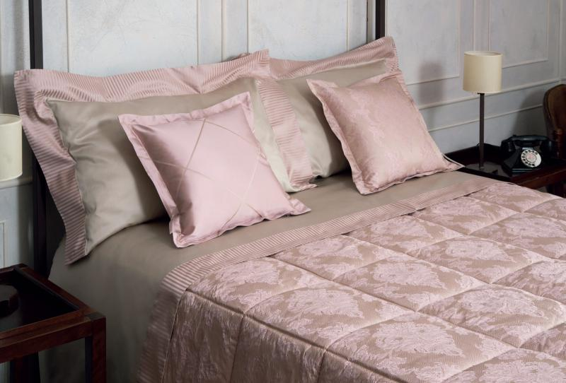 <p>Quilt damasco Canova</p>